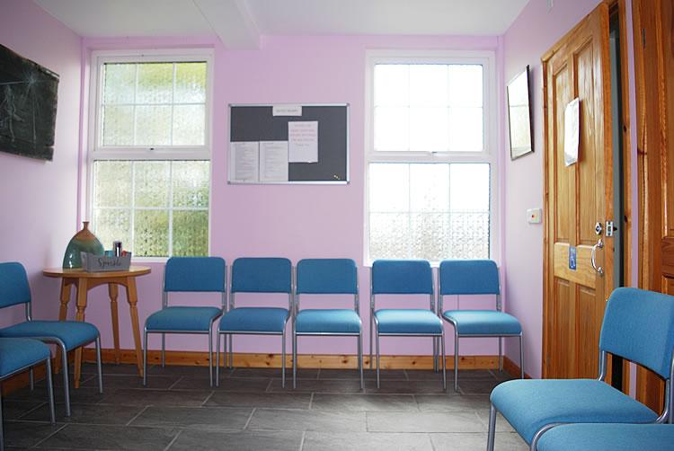 venue hire at gemini dance studios lanner cornwall - waiting room